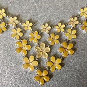 LIZ CLAIBORNE BEAUTIFUL YELLOW FLOWER NECKLACE
